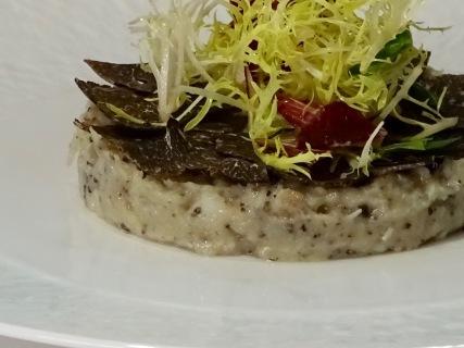 Brandade de cabillaud truffée, fine salade et vinaigrette Périgueux